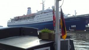 Begegnung im Hafen Brunsbüttel